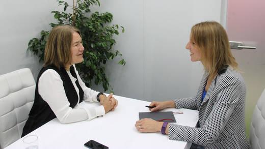 Alison Lewis, CMO Johnson & Johnson, im Interview