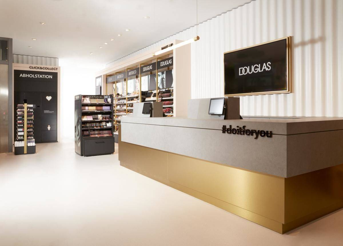Douglas Flagshipstore in Berlin - Click & Collect Station