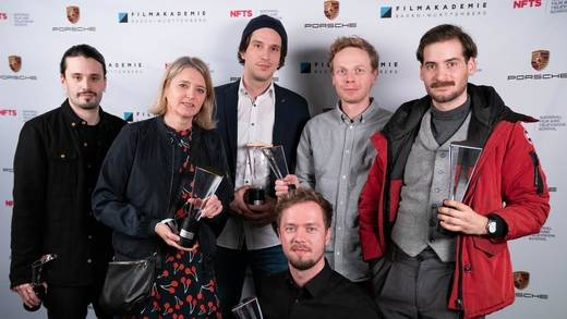 "Das sind die Gewinner des Porsche Award 2019: (v.l.) Daniel Eceolaza (""The Chase""), Nathalia Winkler (""Brothers"", in Vertretung von Nikolas Meyberg), Pascal Schelbli (""The Beauty""), Timm Völkner (""Aura""), Benjamin Leichtenstern (""Made for Strength""), Miguel Schmid (""Small Talk"")."