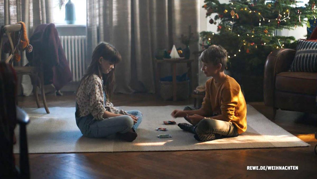 Schenken und Spenden: Das ist Rewes Weihnachtskampagne | W&V