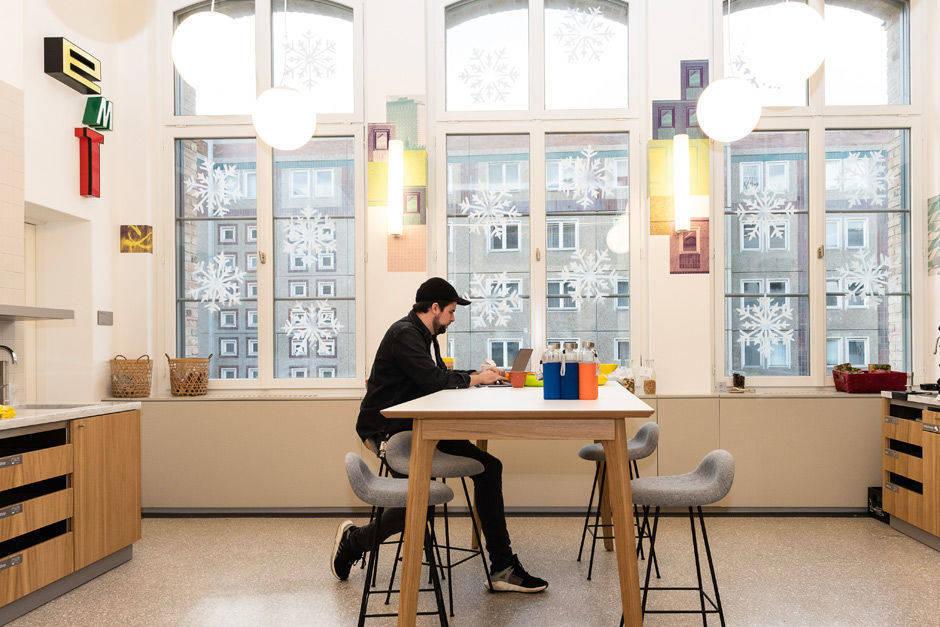 so schick ist das neue google b ro in berlin w v. Black Bedroom Furniture Sets. Home Design Ideas