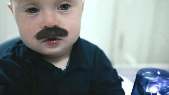Staubsauger Baby = W&V CopBaby jagt Staubsauger ViralErfolg für Samsung