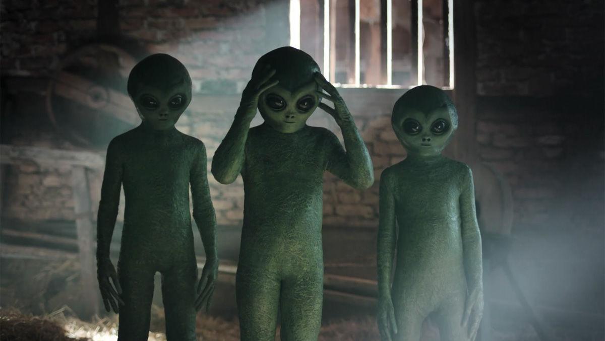 Dojo lässt Aluhutträger und Aliens für Ebay Kleinanzeigen werben