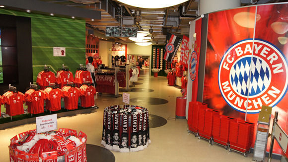 w v fc bayern sponsoren in der zwickm hle. Black Bedroom Furniture Sets. Home Design Ideas
