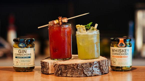 popup bar k hne mixt drinks mit gin und whiskey gurken w v. Black Bedroom Furniture Sets. Home Design Ideas