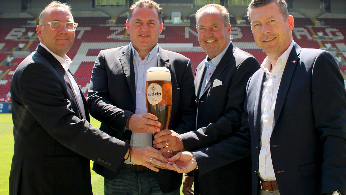 Jörg Koschinski (Krombacher); Thorsten Rittersberger (Lagardère Sports); Oliver Johannes (Krombacher) und Klaus Drach (Direktor Marketing FCK).