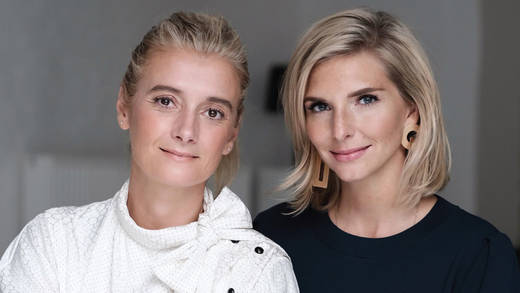 Claire Midwood (links) löst Lea-Sophie Cramer ab.