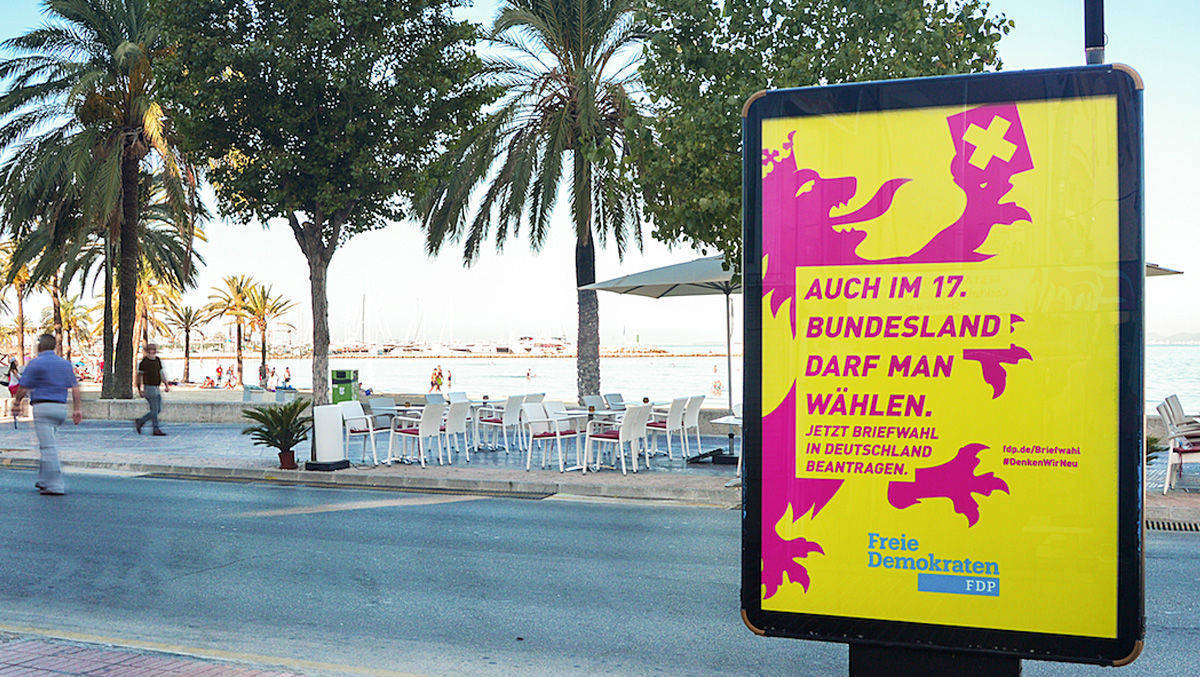 City- Light-Poster der FDP am Strand von S'Arenal.
