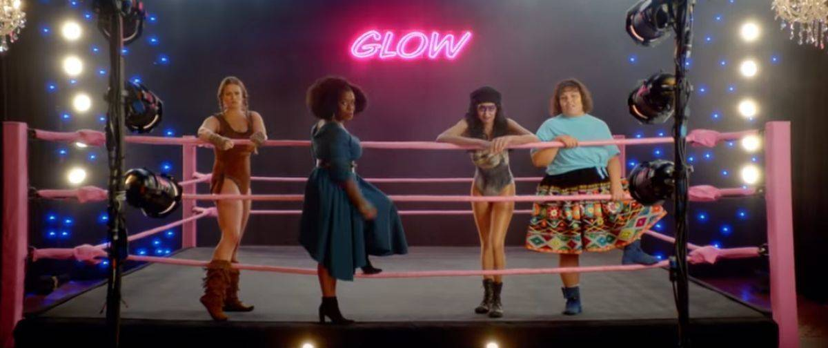 "Uzo Aduba (2.v.l.) und die ""Gorgeous Ladies of Wrestling"""